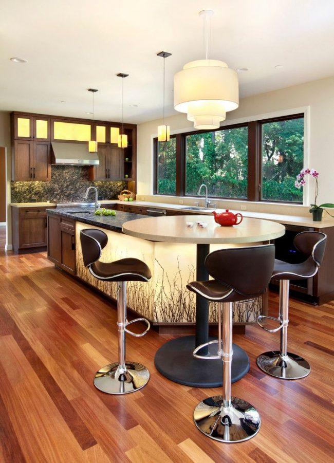 Кухонный стол из однородного искусственного камня без вкраплений на одной центральной металлической ноге с опорой