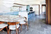 Фото 21 Стол из искусственного камня на кухню: воплощение доступного аристократизма и 70 элегантных вариантов