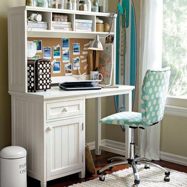 Простой стул с регулируемой высотой сидения без подлокотников