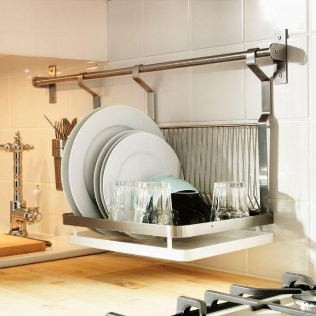 Аккуратная сушилка для посуды из нержавейки подойдет для кухни практически в любом стилеАккуратная сушилка для посуды из нержавейки подойдет для кухни практически в любом стиле