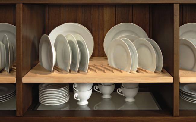 Встроенная в шкаф деревянная сушилка для посуды на две полки