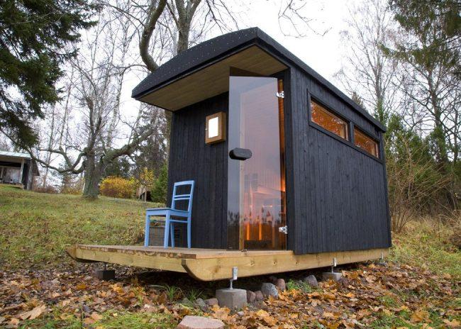 Уютная финская баня из крашеного бруса