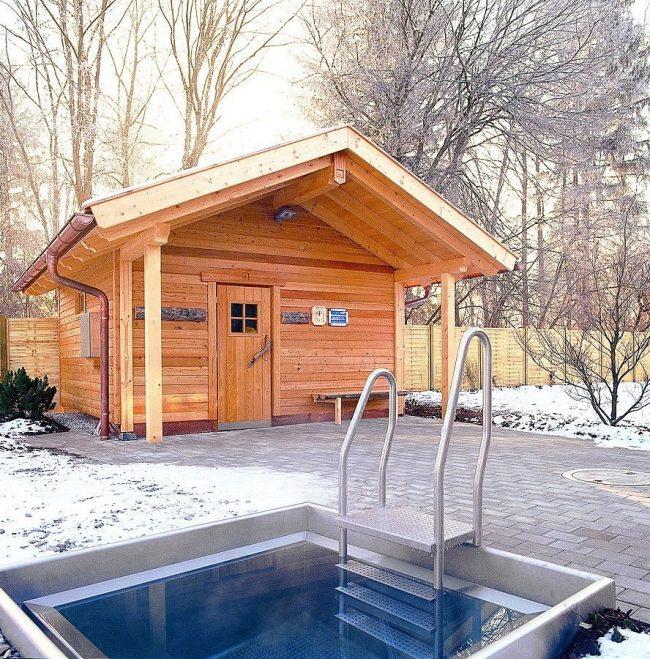 Деревянная баня из клееного бруса