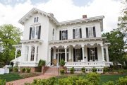 Фото 8 Дом с мезонином: отличия от мансарды и обзор комфортных вариантов планировки