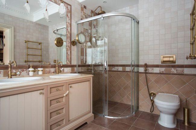 Гигиенический санузел в ванной комнате в пастельных тонах