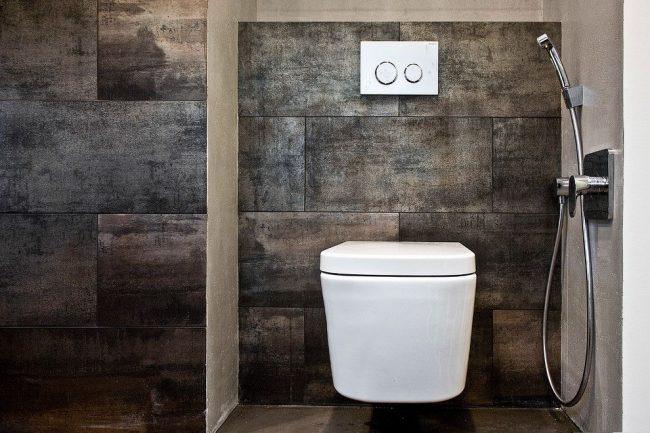 Гигиенический душ со смесителем в современном санузле