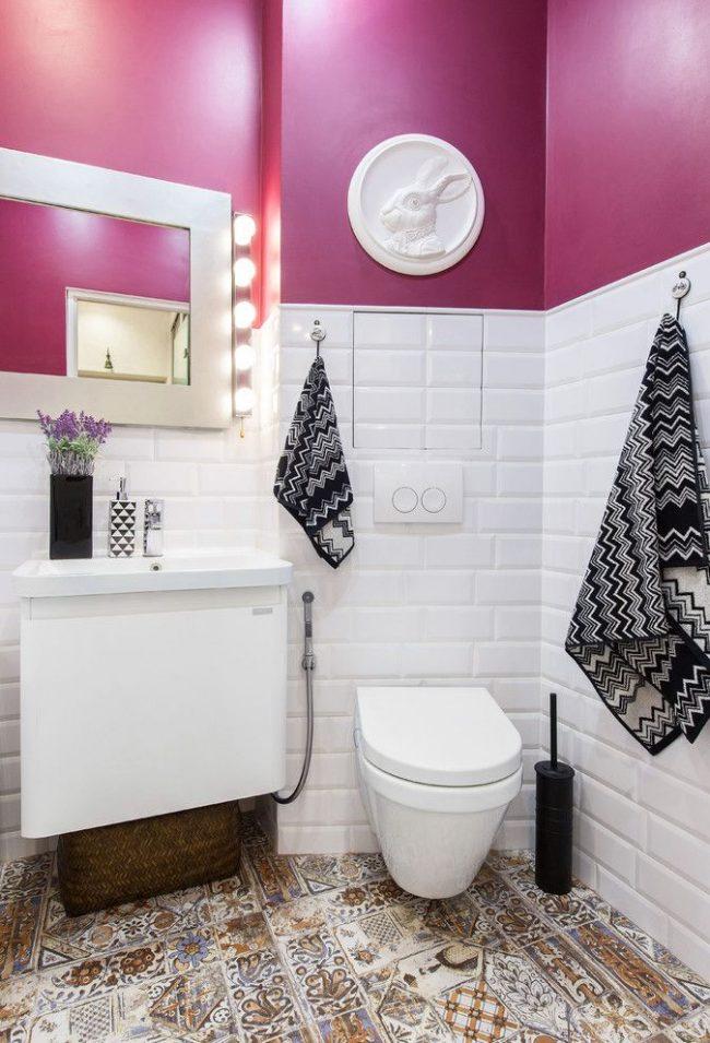 Ванная в стиле фьюжн с гигиеническим душем