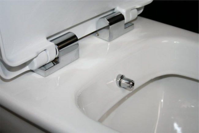 Унитаз с функцией биде с гигиеническим душем