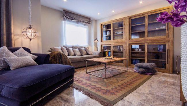 Красивый мраморный пол гостиной
