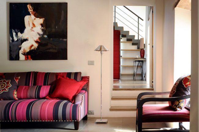 Итальянский стиль с яркой мебелью в оформлении интерьера