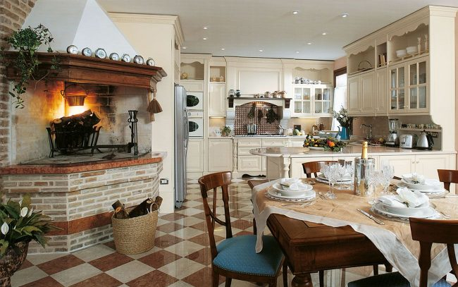 Уютная кухня в итальянском стиле