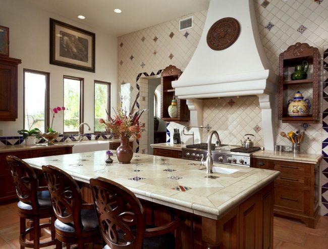 Керамическая плитка на стене кухни в итальянском стиле