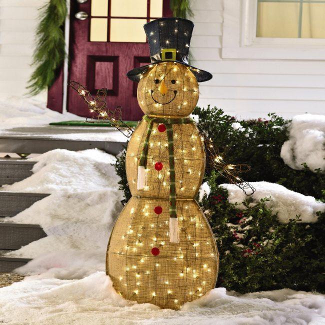 Великолепный снеговик своими руками из проволоки и мешковины