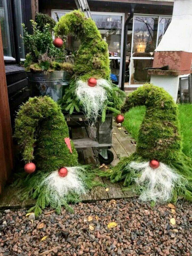 Красивые гномы из веток отлично подойдут для новогоднего декора