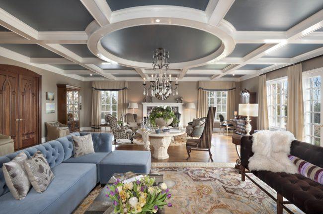 Дизайн кессонного потолка должен гармонично сочетаться с общим интерьером