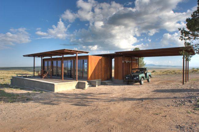 Загородный деревянный дом с панорамным остеклением