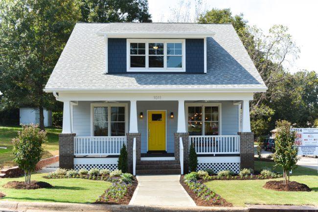 Небольшой и очень миловидный дом в голубом цвете