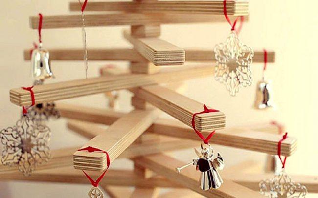 Деревянная складная елка с миниатюрными игрушками