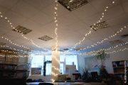 Фото 38 Как украсить офис к Новому году: 80 простых и элегантных вариантов