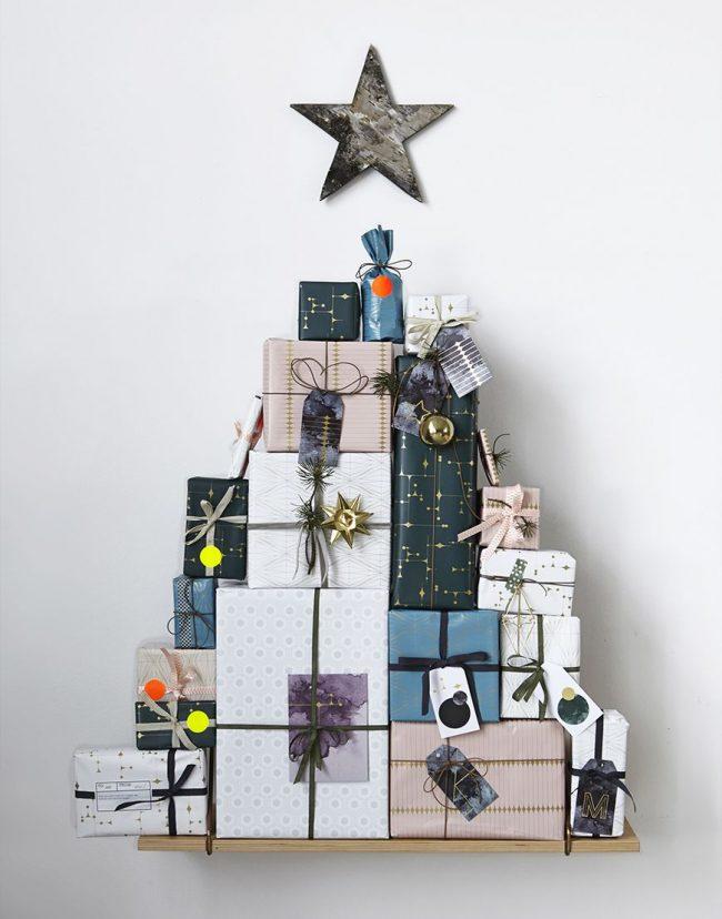 Симпатичная елка из подарочных коробок