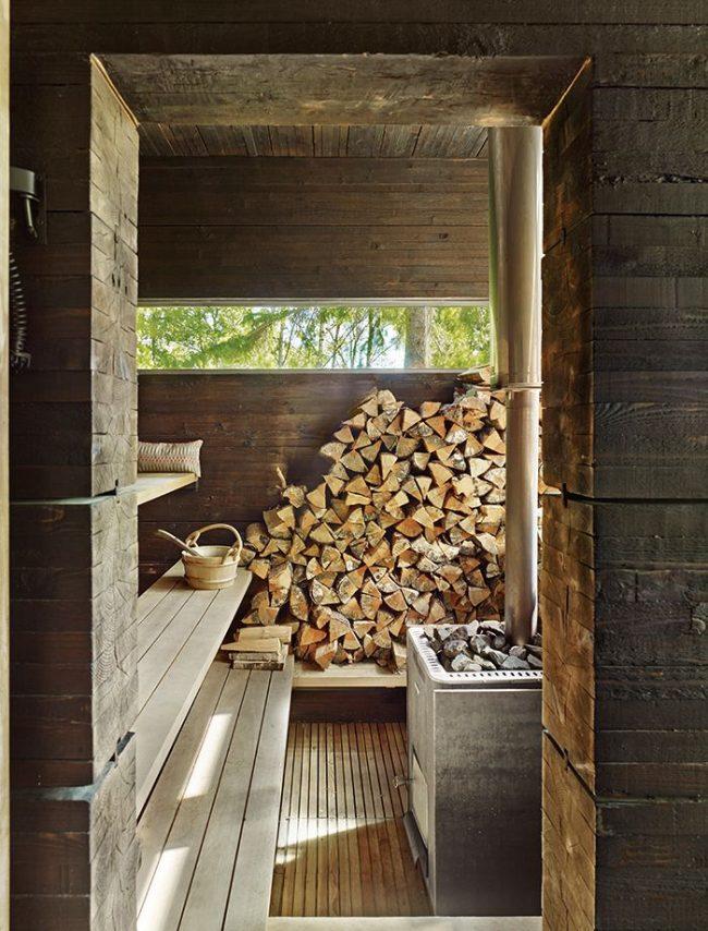Металлическая дровяная печь удобна в монтаже