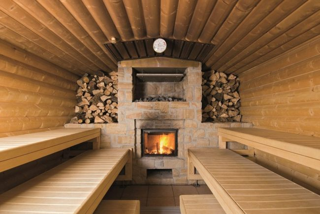 Баня с дровяной печью обложенной камнем
