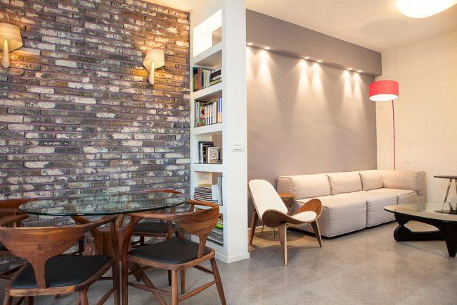 Отделка стен разным материалом также поможет в зонировании комнаты