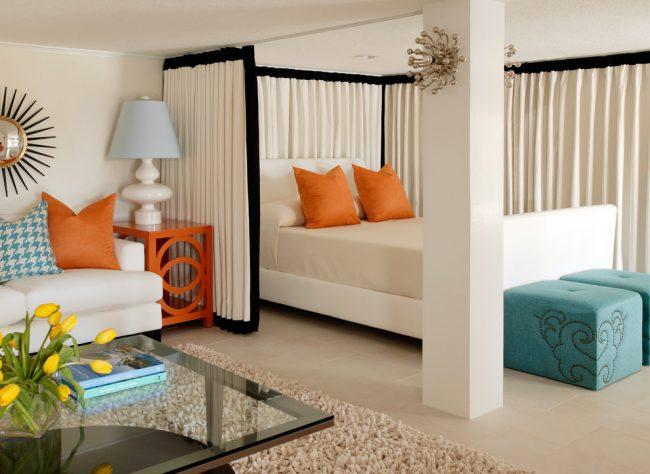 Перепланировка однушки в двушку: разделение комнаты при помощи штор