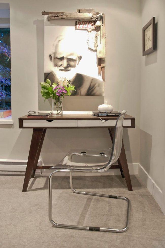 Письменный стол от IKEA с двумя небольшими ящиками