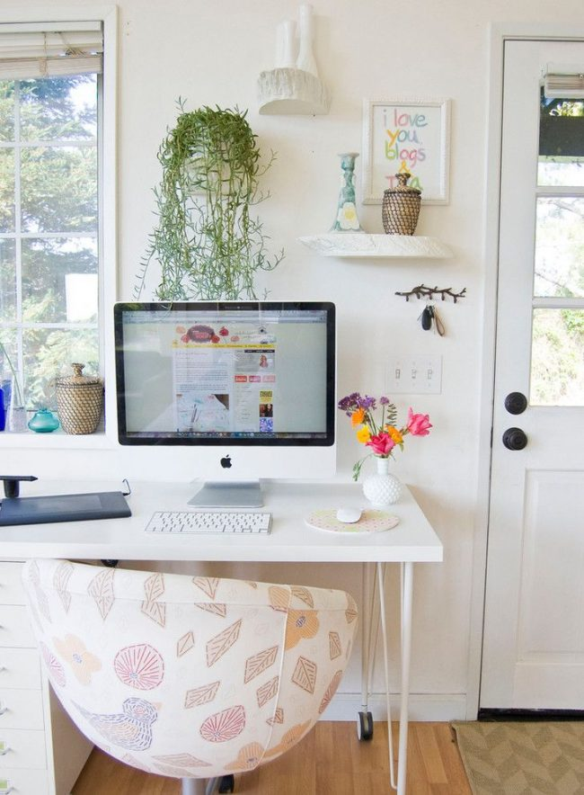 Письменный стол IKEA с ящиками, расположенными сбоку