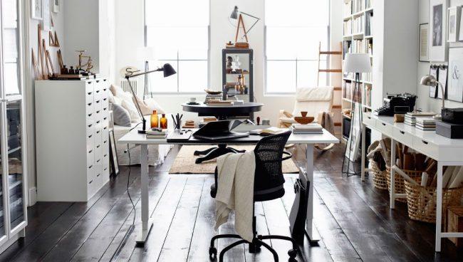 Стильный интерьер в светлых тонах с мебелью IKEA