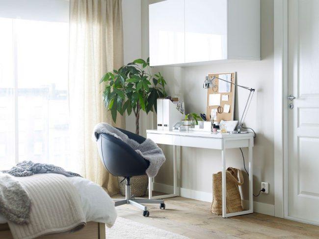 Узкий письменный стол IKEA с выдвижным ящиком