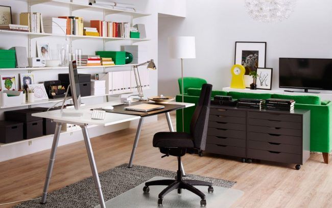 Письменный стол IKEA, Тиге