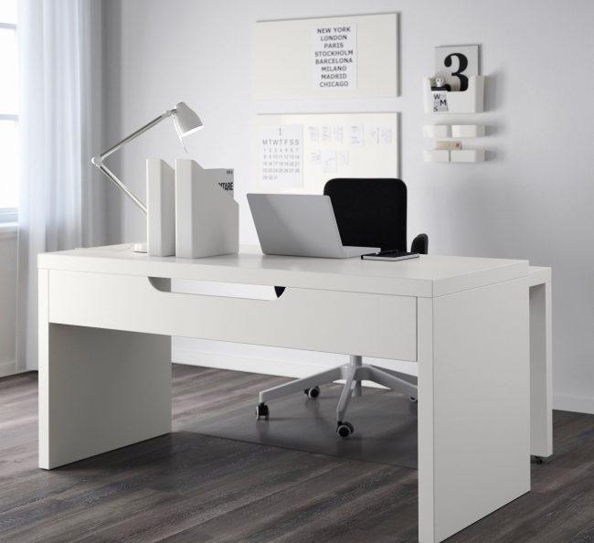 Письменный стол IKEA, модель Мальм