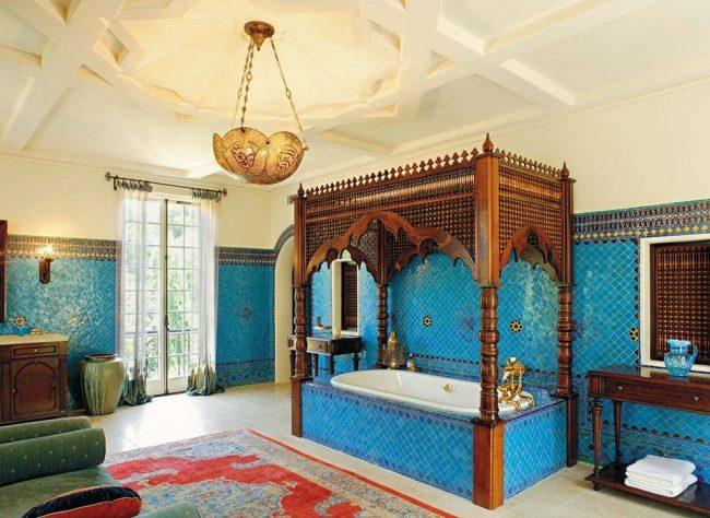 Ванная комната в восточном стиле с керамической бирюзовой плиткой
