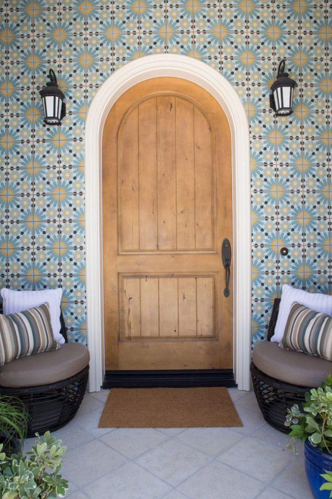 Марокканская плитка в оформлении входа частного дома