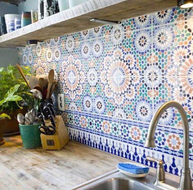 Красивая плитка с узором на кухне в эклектичном стиле