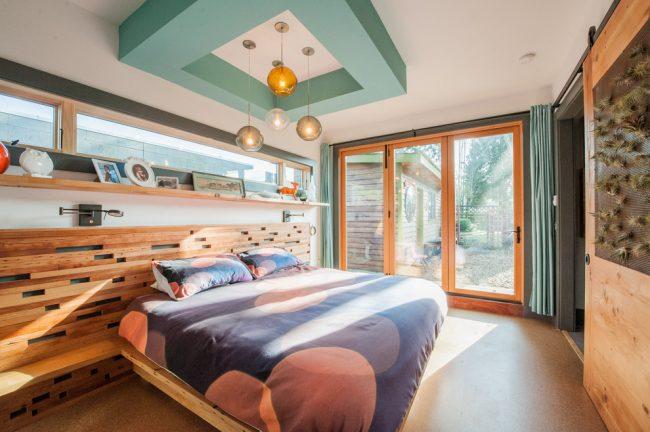 Красивая спальня с элементами стиля модерн