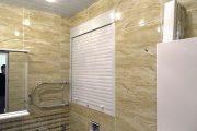 Фото 1 Как использовать рольставни сантехнические в туалете: 45+ функциональных идей
