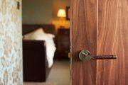 Фото 13 Ручка с замком для межкомнатных дверей: особенности конструкций и установка своими руками