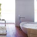 Смеситель с душем для ванной с длинным изливом: как установить и обзор наиболее практичных вариантов фото
