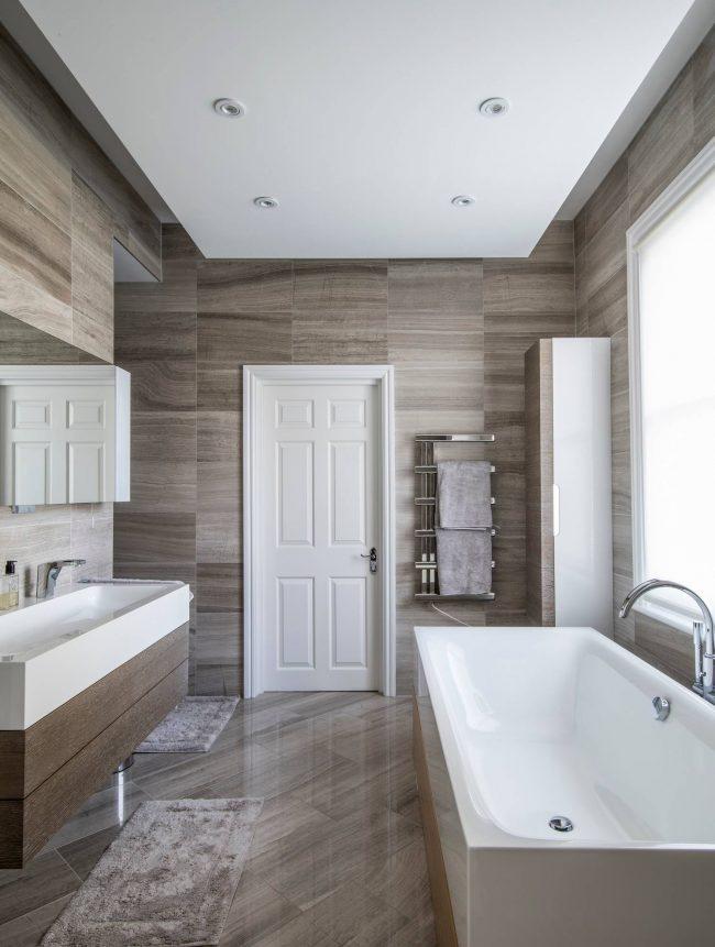 Различные варианты установки смесителя помогут наиболее удачно вписать его в интерьер вашей ванной комнаты