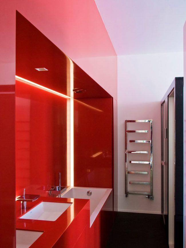 Ванная комната в красном цвете - очень смелое решение