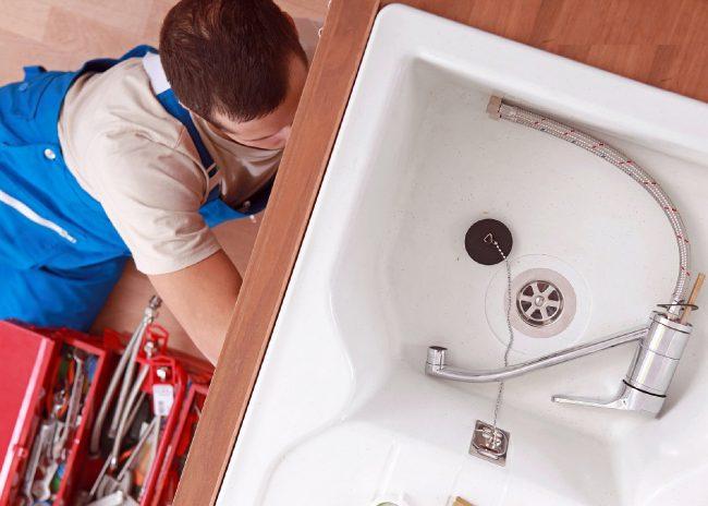 Дешевые смесители часто выходят из строя из-за повреждения корпуса