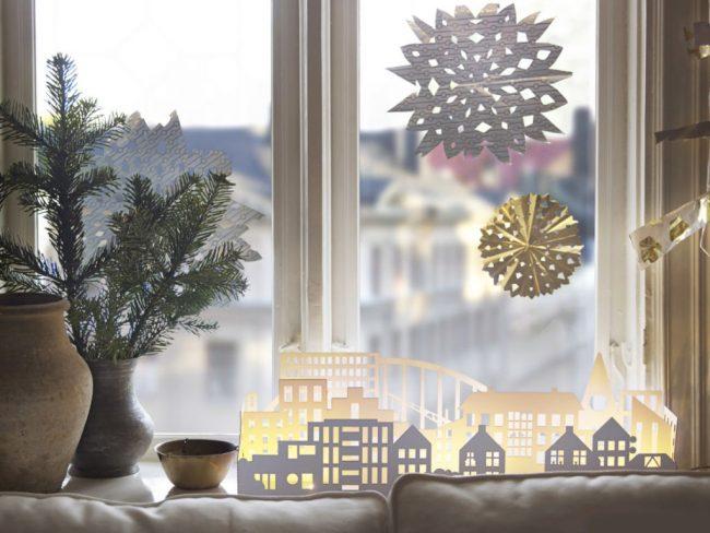 Идеи оформления окна к Новому году можно использовать свои или же воспользоваться интернетом