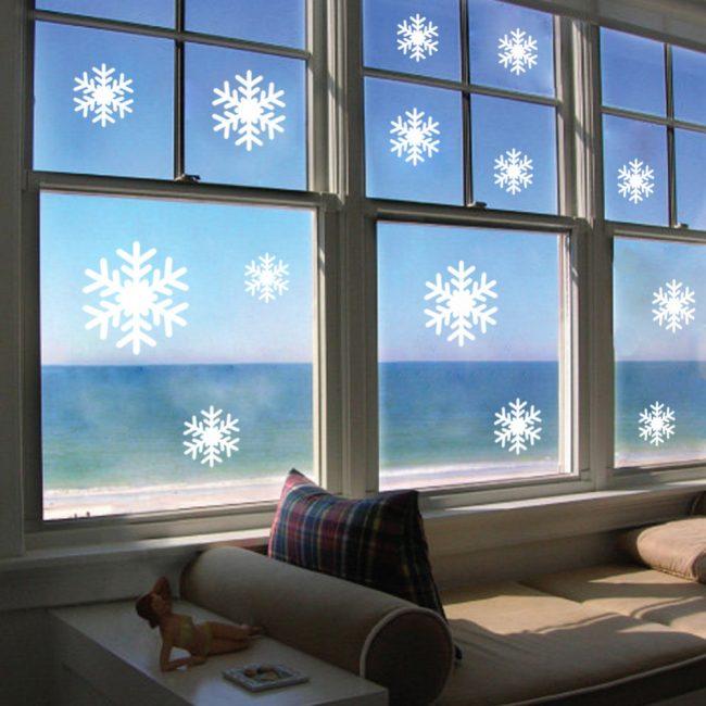 Украшение окон вытынанками к Новому году - станет интересным занятием для любого члена семьи