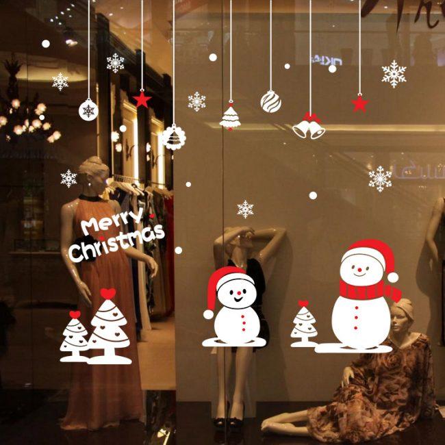 Самый простой и интересный способ создать новогоднее настроение - это украсить окна