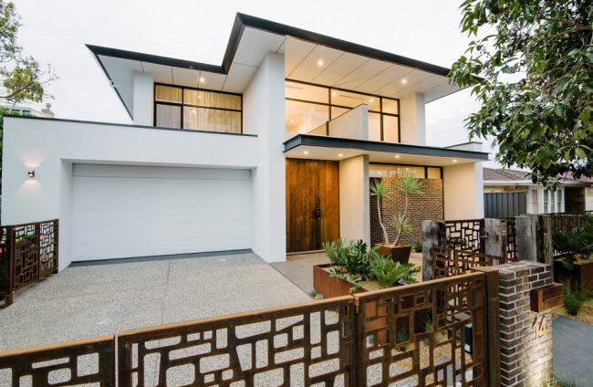 Черно-белый дом в современном стиле смотрится очень красиво