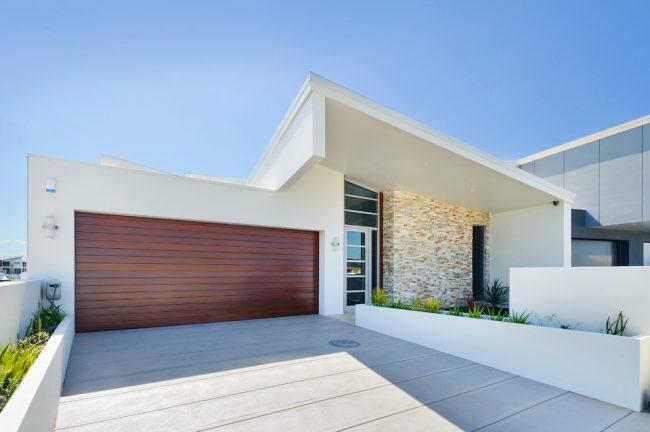 Ворота с роллетными системами отличный вариант при нехватке свободного места в вашем гараже