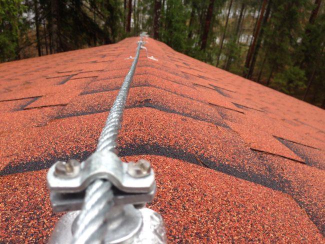 Заземление с громоотводом поможет уберечь ваш дом от поражения молнией